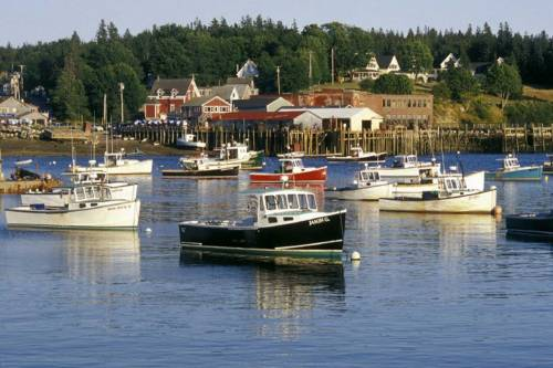 Village-in-Portland-New-England-Yacht-Charter