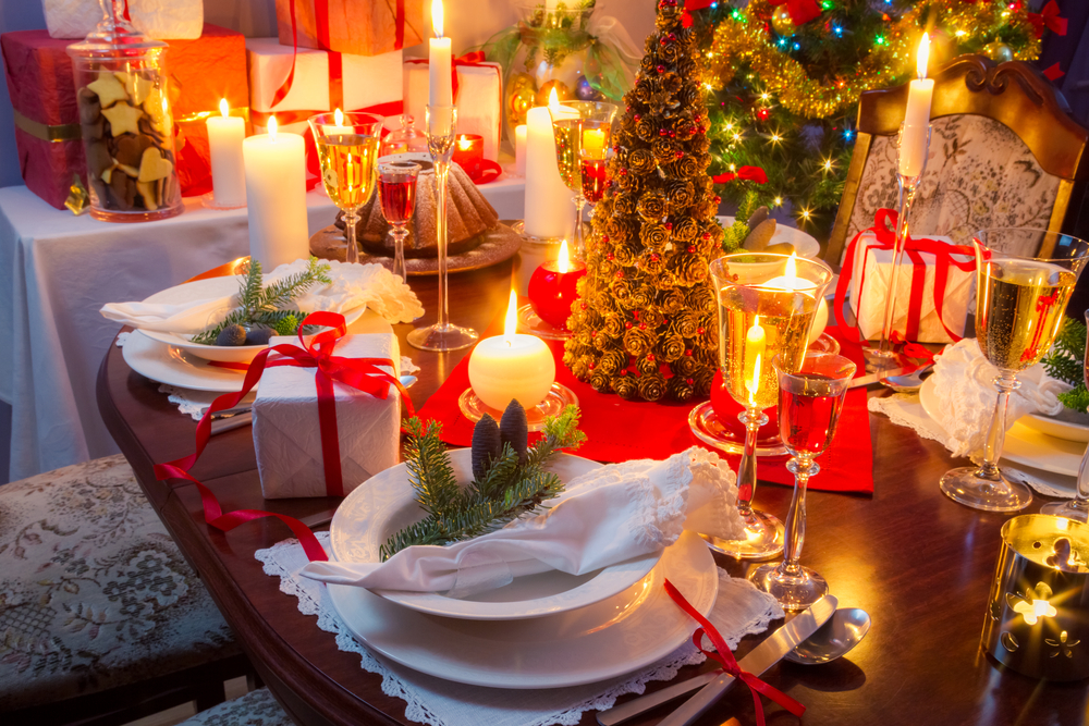 How to decorate your christmas table the beautiful struggler - Como decorar una mesa en navidad ...