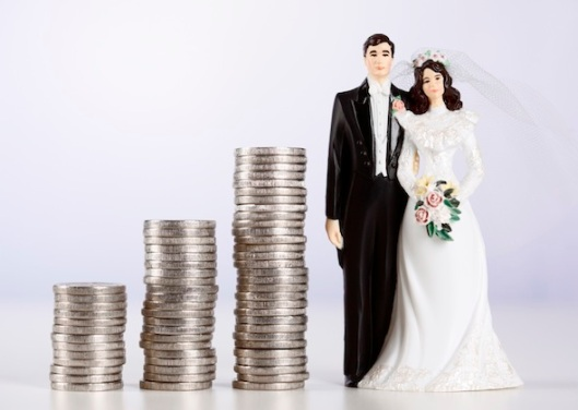 TE-BLOG.-Wedding-couple-and-money-coins.10.25.2011.iStock_000015774569Medium11