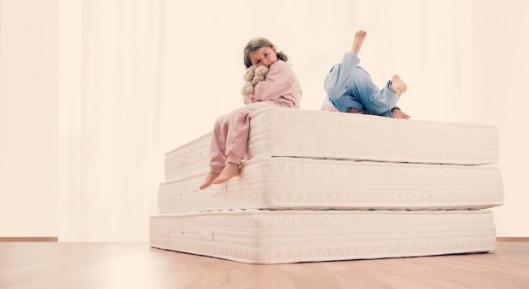 55000779cc853-mattress-shopping-2-5q0ba5-orig-master-1